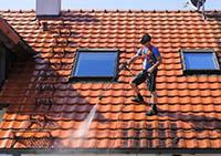 Confier le nettoyage de toiture à Couvertures Toitures